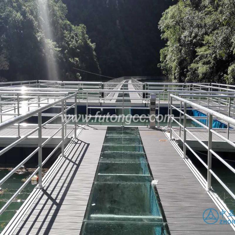 重庆云阳清水湖玻璃浮桥