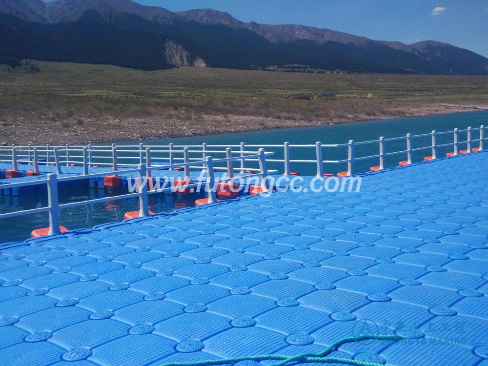 新疆巴里坤浮桥